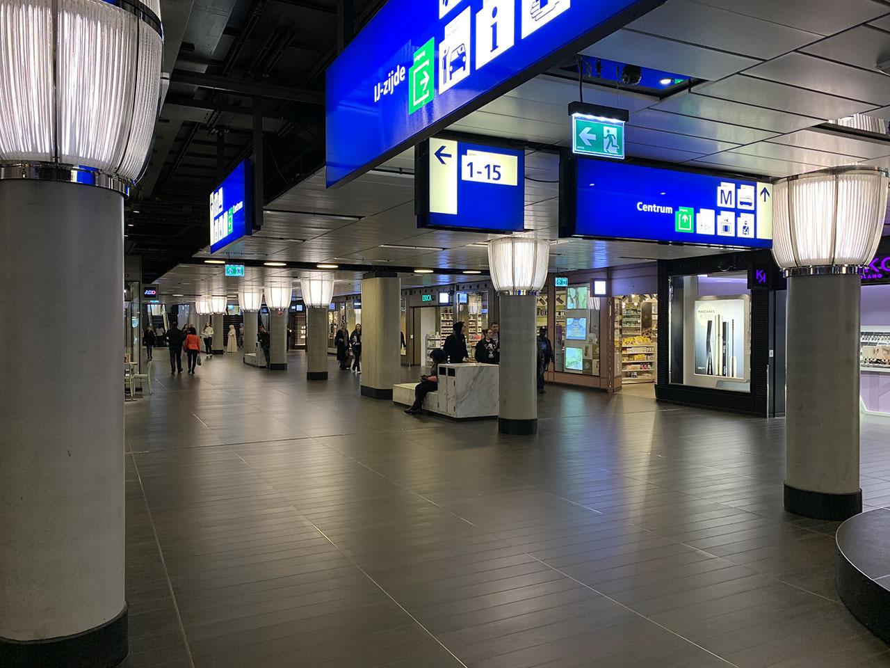 Stationshal, foto gemaakt met iPhone XS