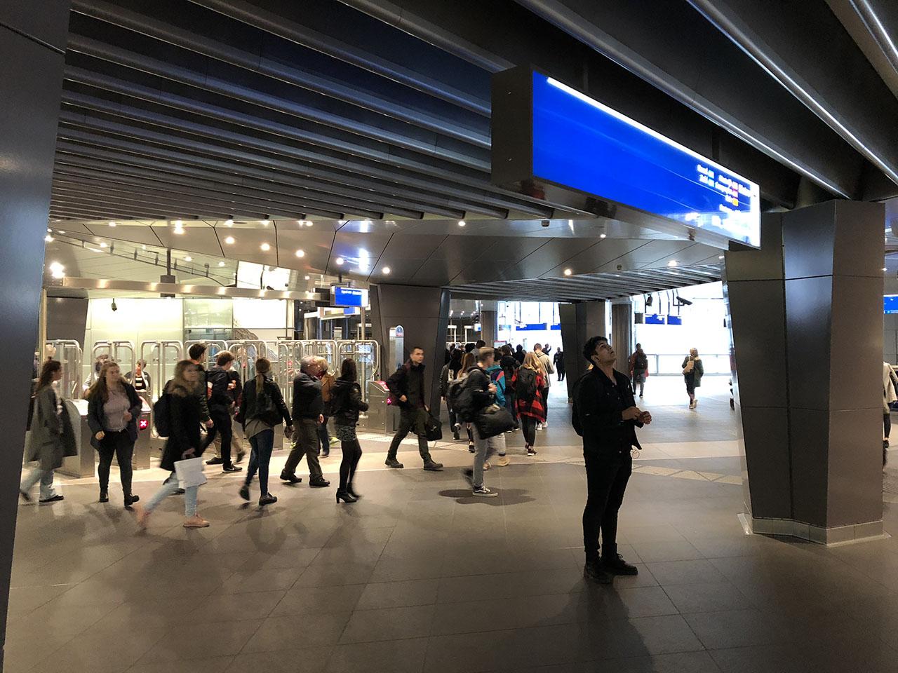 Metrohal, foto gemaakt met iPhone 8 Plus