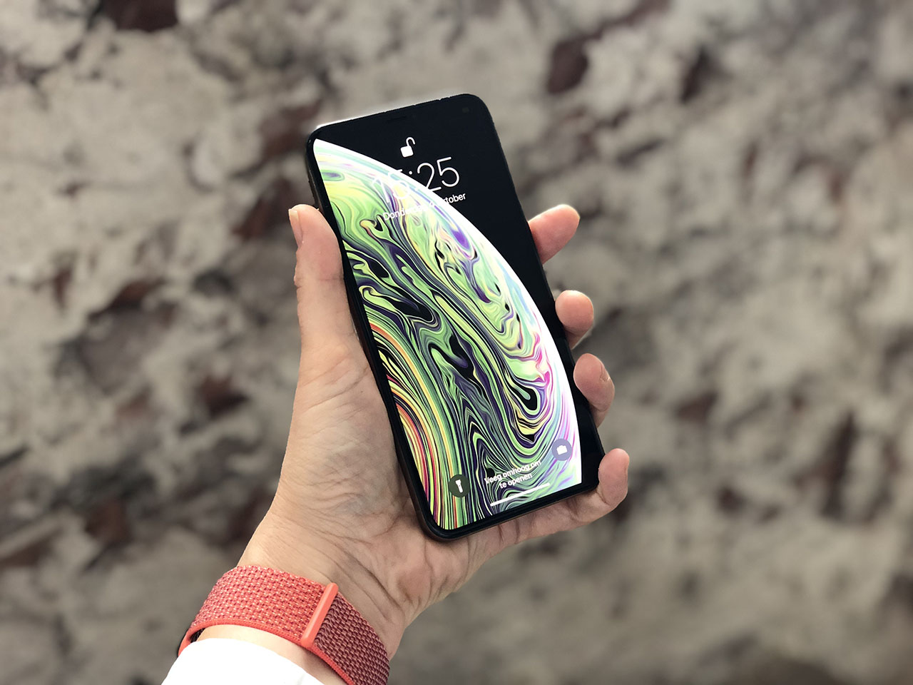 iPhone XS Max review hand