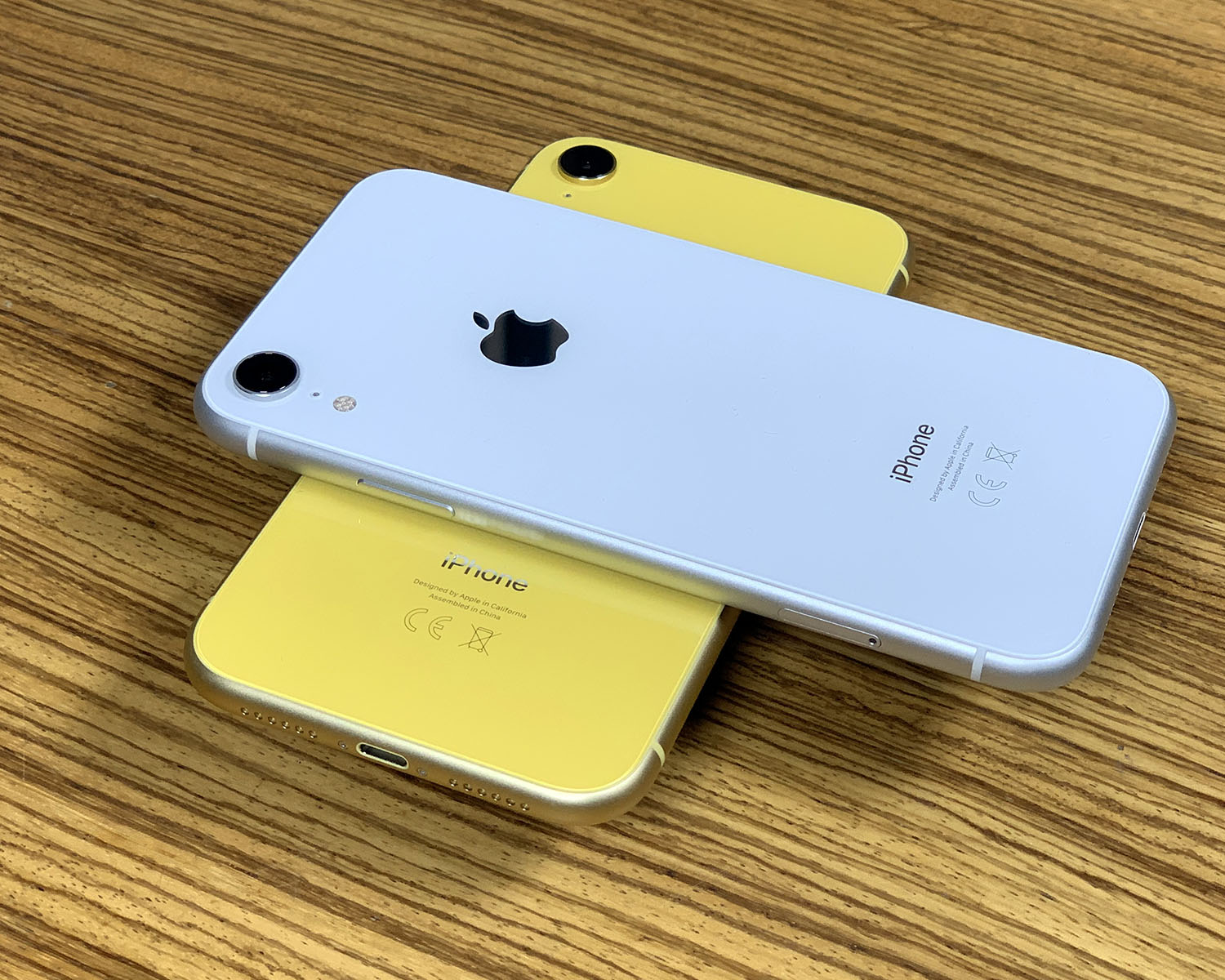 iPhone XR geel en wit