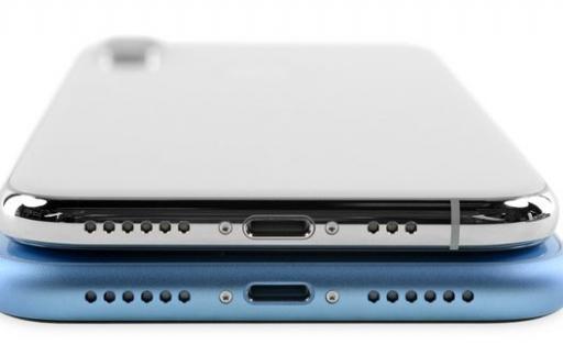 iPhone XR teardown iFixit: iets verschoven Lightning-poort
