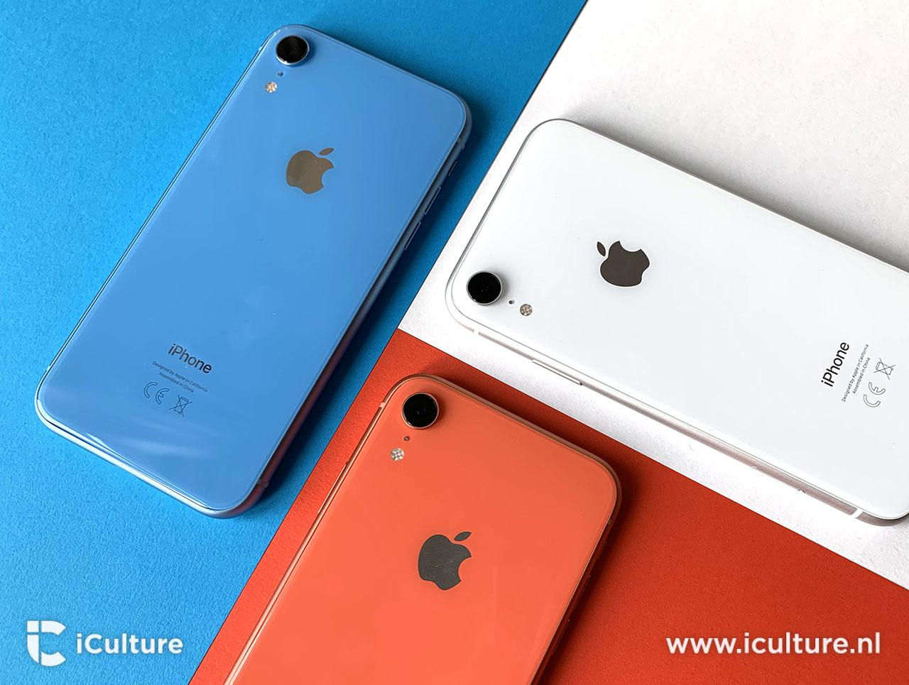 iPhone XR review in koraal, wit en blauw