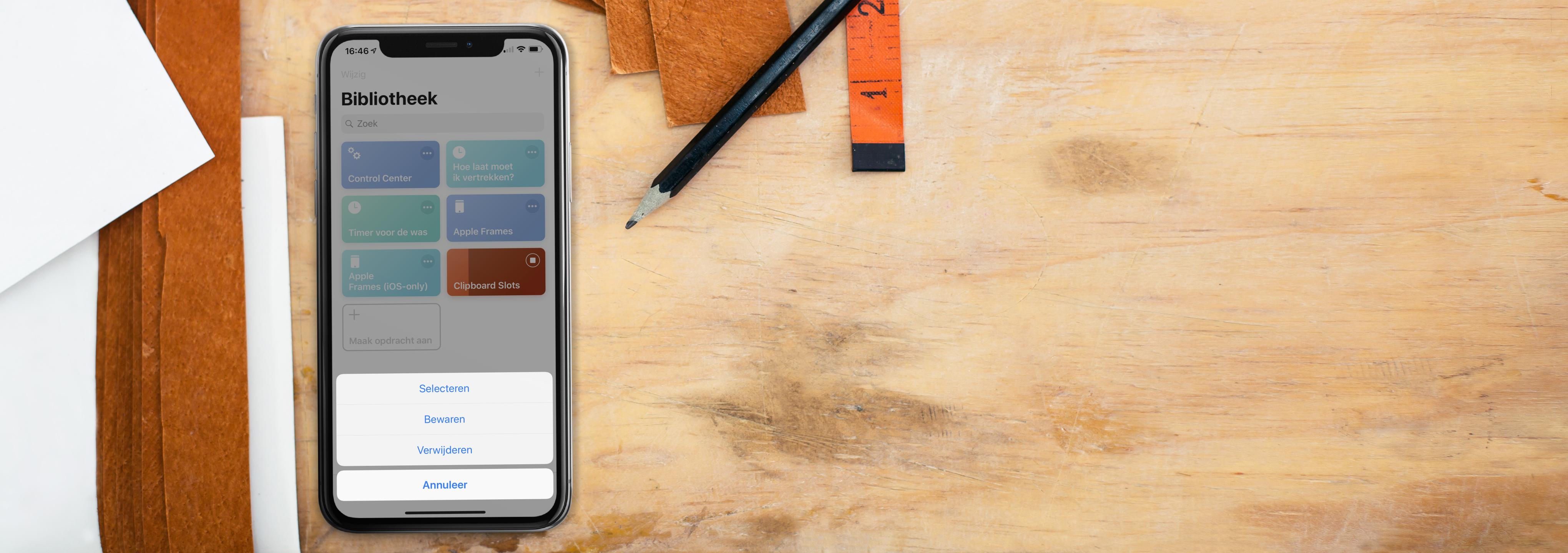 iPhone op bureau met Clipboard Siri Shortcut als screenshot.