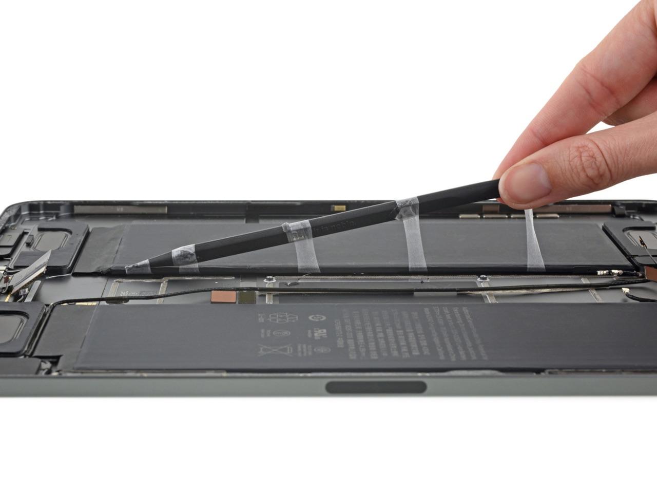 iPad Pro 2018 teardown van iFixit met batterij.