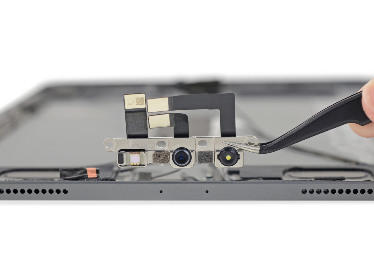iPad Pro 2018 teardown van iFixit met Face ID-onderdelen.