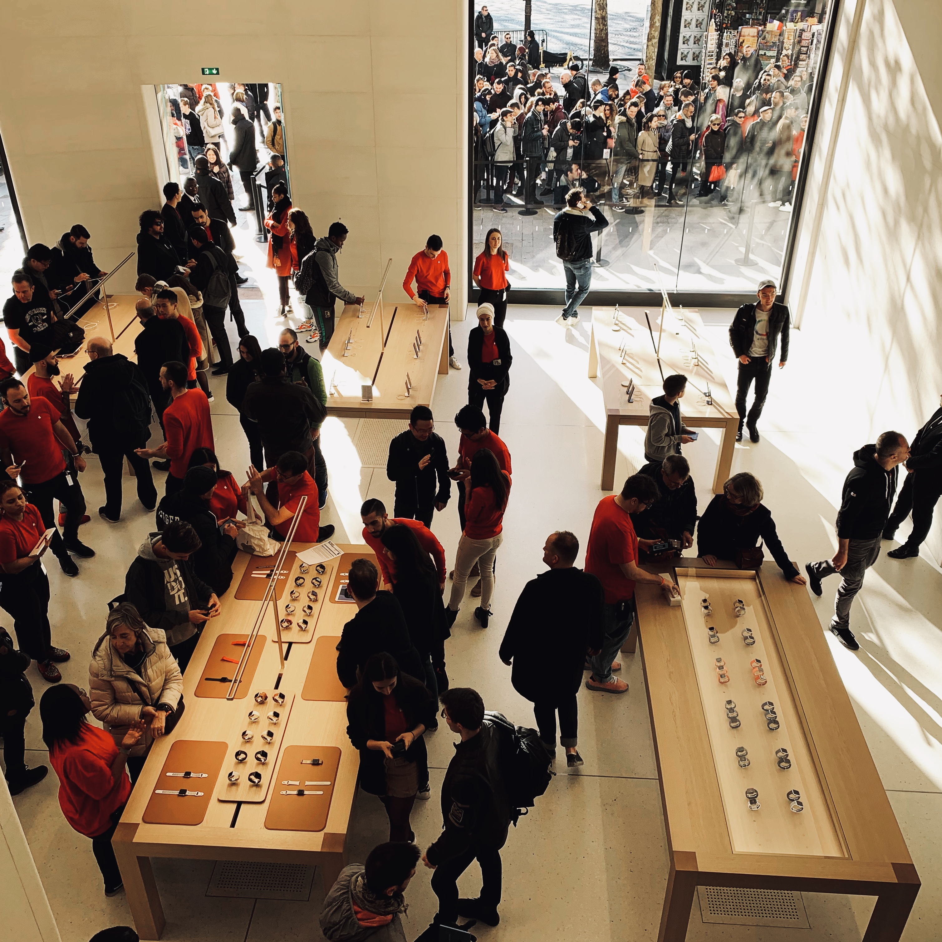 Apple Champs Elysees tafel