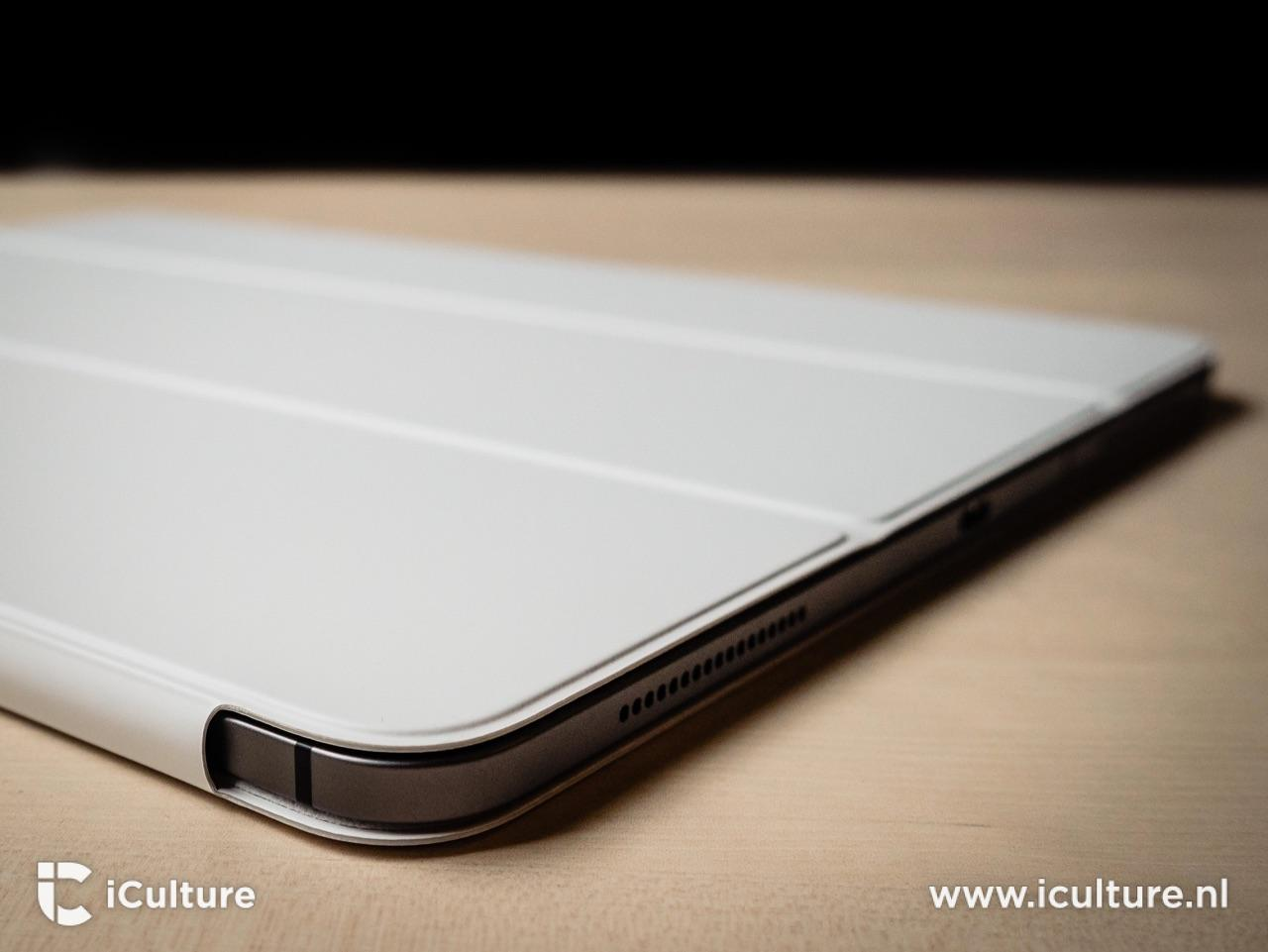 iPad Pro Smart Folio vanuit de hoek.