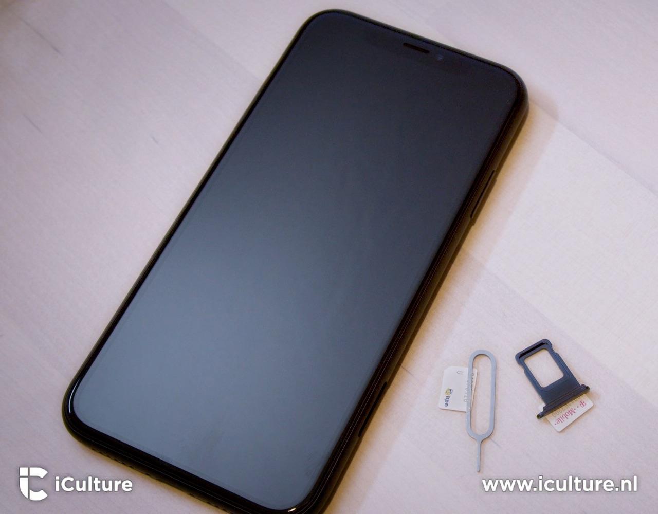 Fysieke dualsim iPhone met simkaarten.