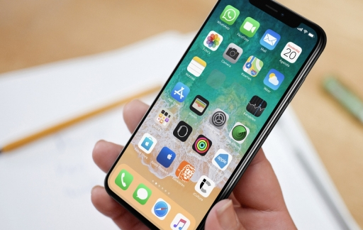 iPhone-beginscherm met lege vakjes.