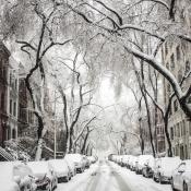 Sneeuw in een straat.