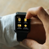 Met de Pathé-app op de Apple Watch check je hoe lang de film nog duurt