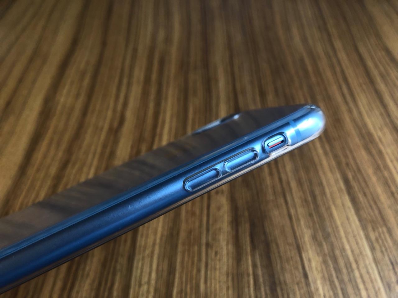 Knoppen op iPhone XR transparant hoesje.