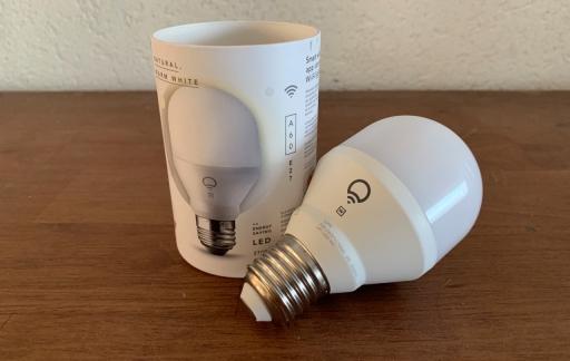 LIFX-lamp met verpakking.