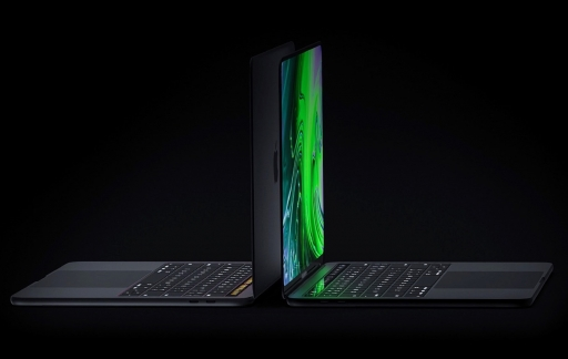 Concept van MacBook Pro met twee schermen.