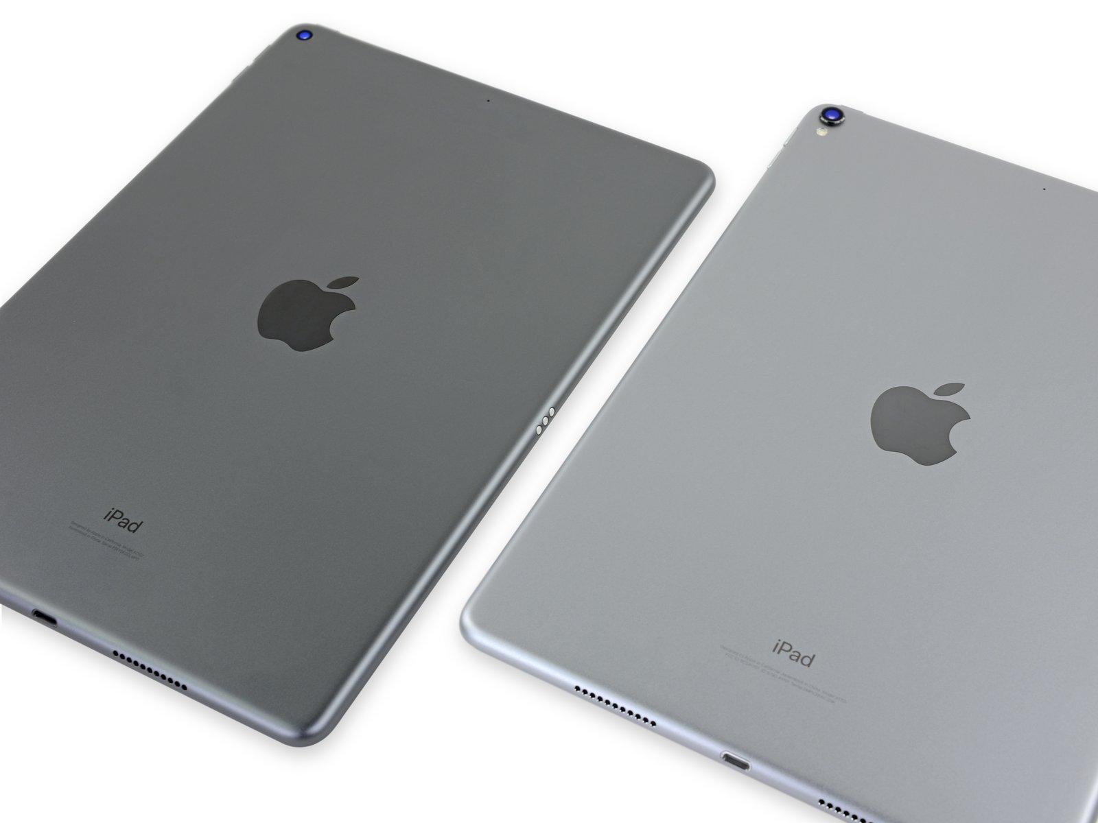 iPad Air 2019 teardown van iFixit met twee kleuren grijs.