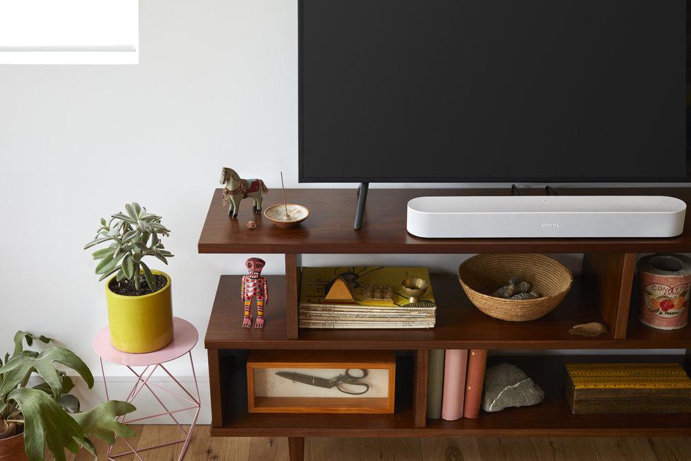 Sonos Beam met Google Assistent in de woonkamer.