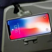 iPhone Lockjaww-houder in het vliegtuig.