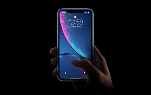 iPhone XR met toegangsscherm en Haptic Touch.