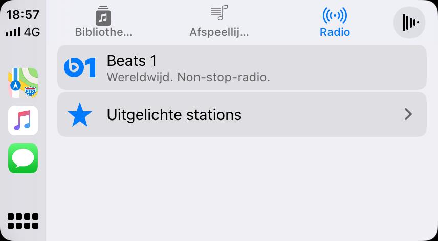 CarPlay in iOS 13 met lichte Muziek-app.