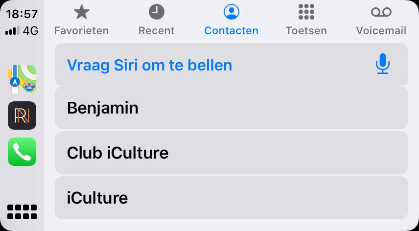 CarPlay in iOS 13 met lichte Telefoon-app.