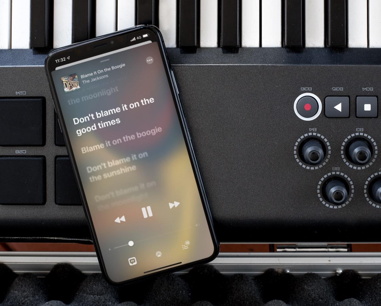 Apple Music in iOS 13 met songteksten.