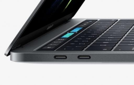 Vlindertoetsenbord en Thunderbolt 3 poorten in MacBook Pro.