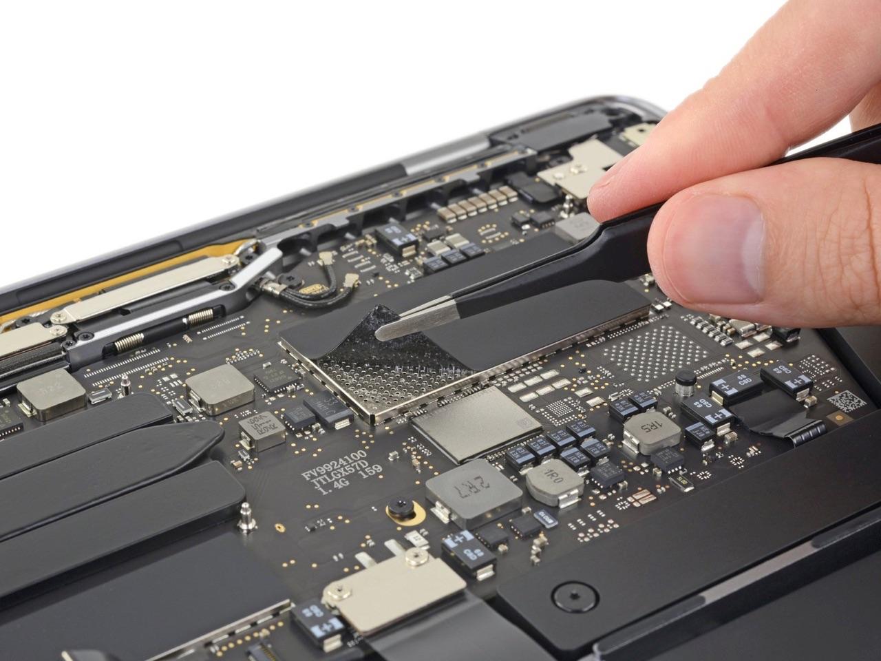 13-inch MacBook Pro 2019 teardown van iFixit met SSD.