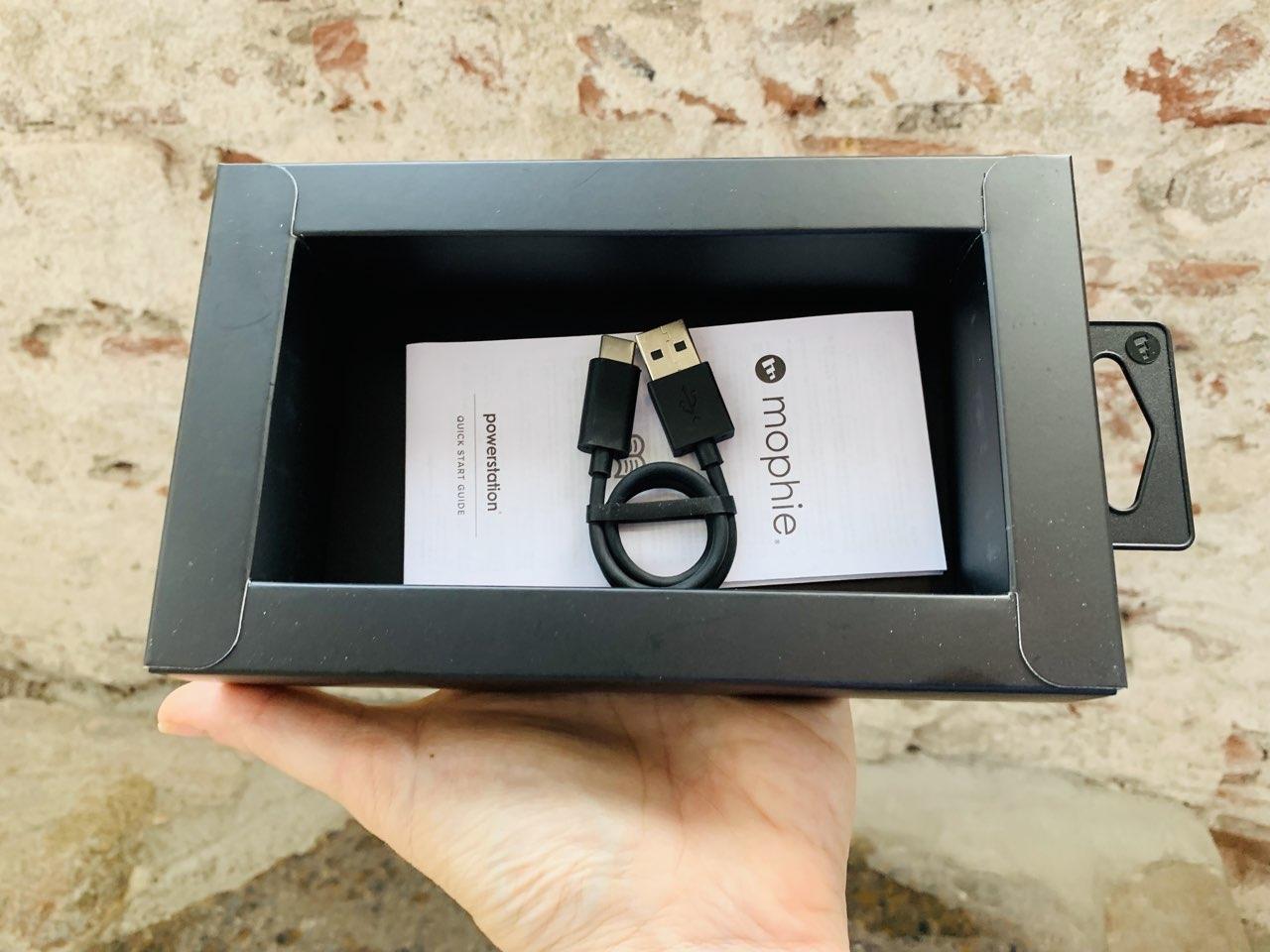Mophie Powerstation met USB-C kabeltje