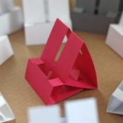 Maak zelf een iPhone-dock van papier of karton