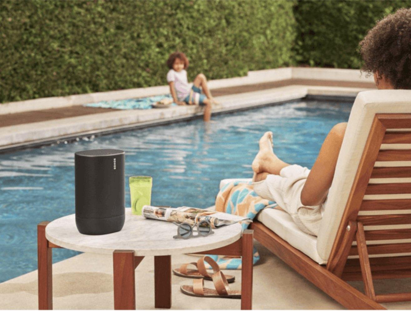 Sonos Move bij het zwembad