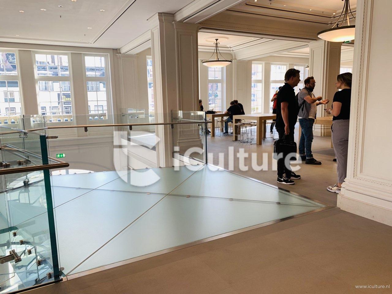 Apple Amsterdam trap aankomst boven