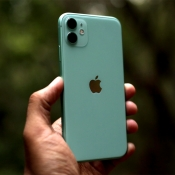 iPhone 11 review van Engadget door Chris Velazco