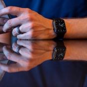 Apple Watch Series 5 review door The Verge.