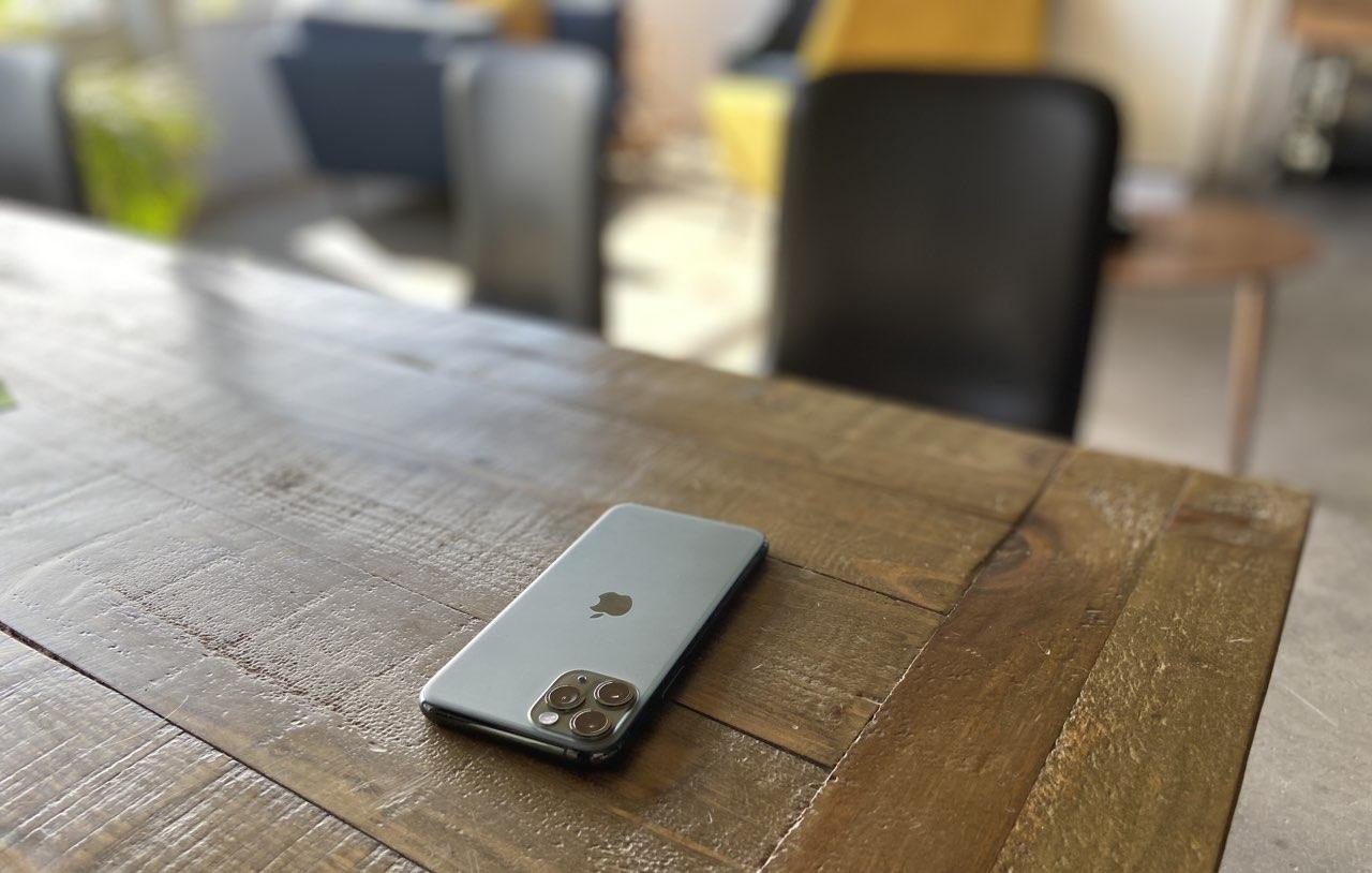iPhone 11 Pro eerste indruk: iPhone 11 Pro liggend op tafel
