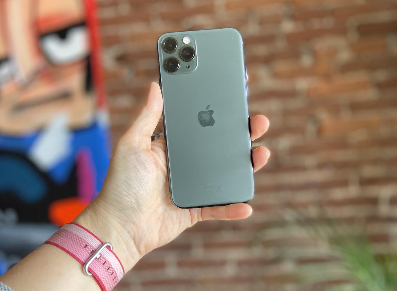 iPhone 11 Pro eerste indruk: iPhone 11 Pro achterkant in de hand