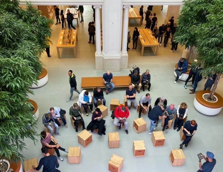 Apple Store Amsterdam Forum.