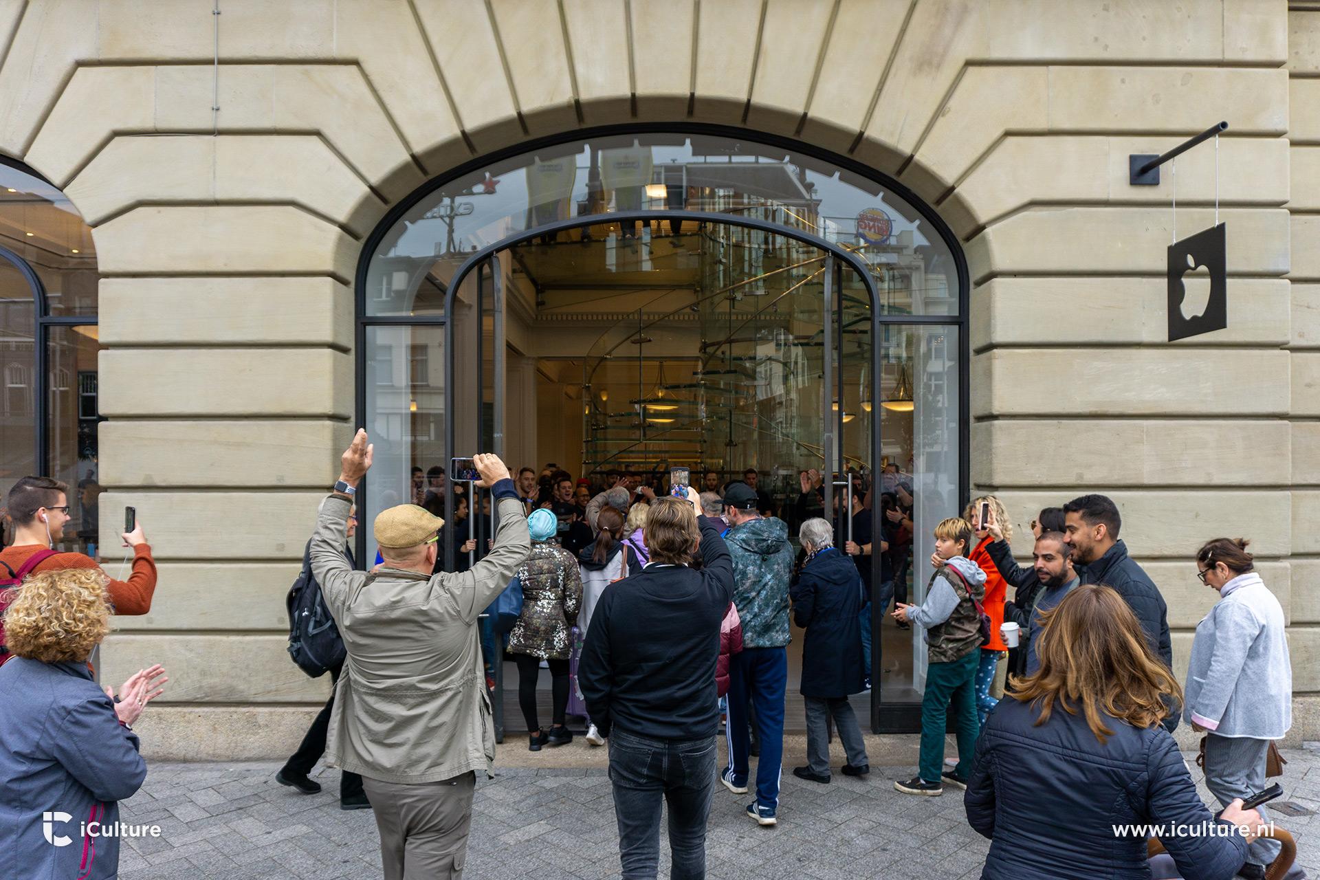 Opening van de vernieuwde Apple Store in Amsterdam.