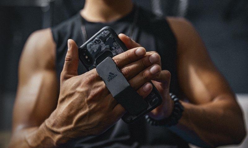 Adidas Grip Case met spierbundels