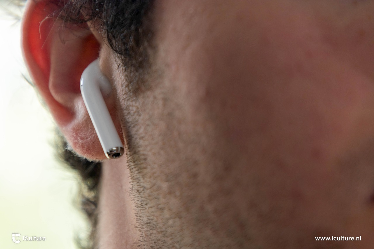 Gewone AirPods in oor