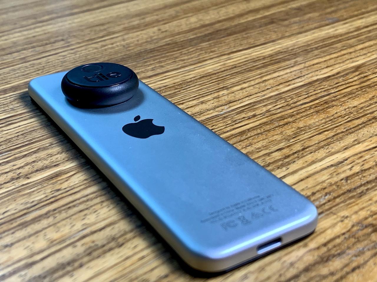 Tile Sticker op Apple TV Siri Remote.