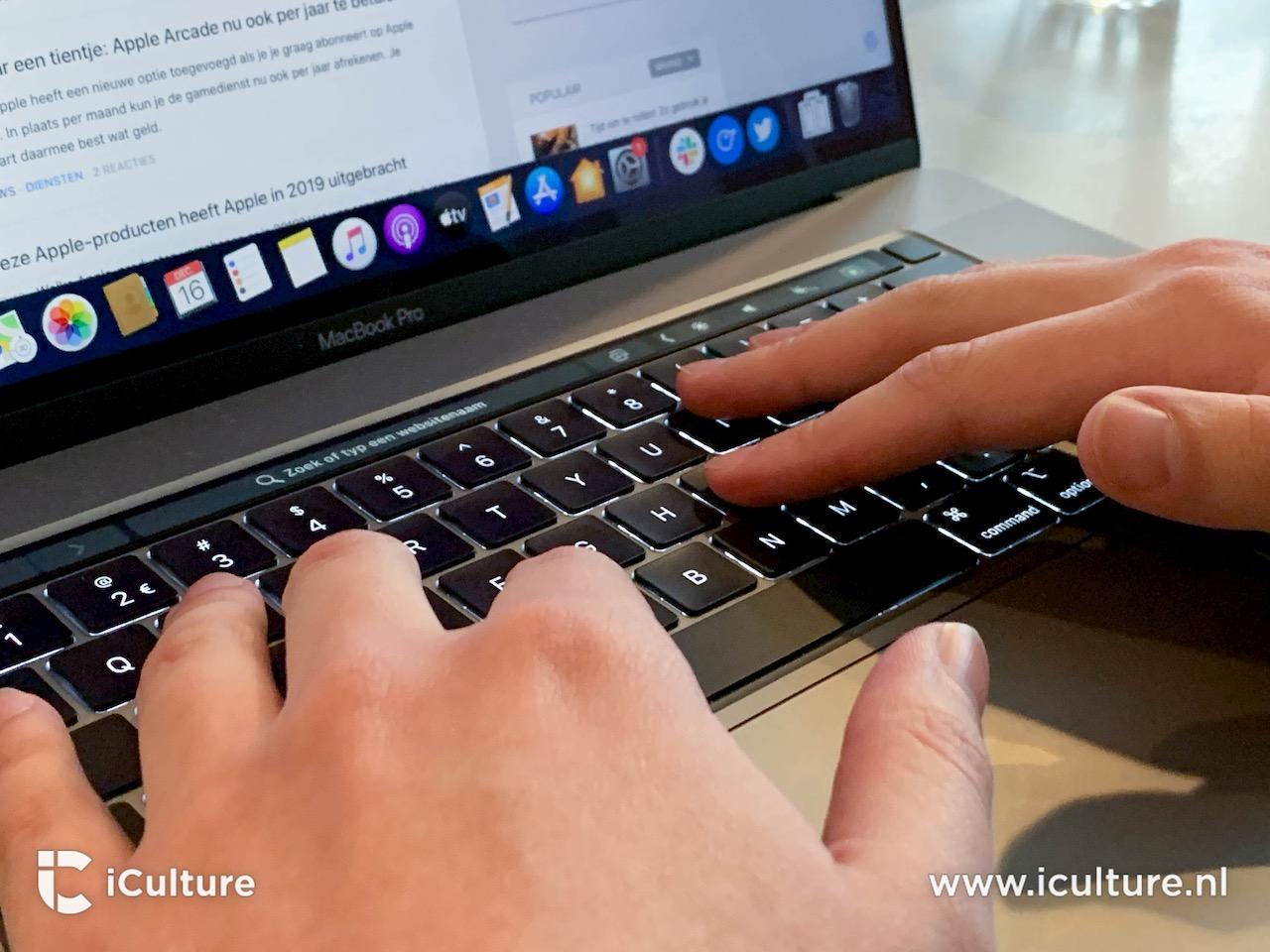 MacBook Pro 16-inch toetsenbord handen