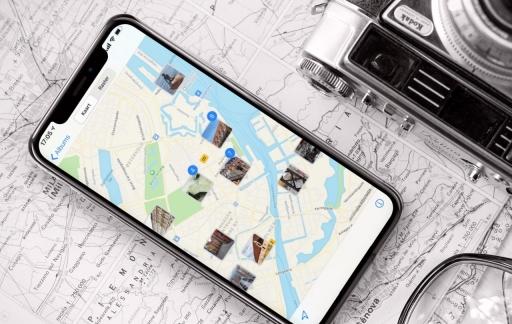 Foto's app op de iPhone met kaart.