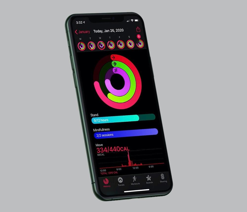 watchOS 7 concept met ringen op iPhone.
