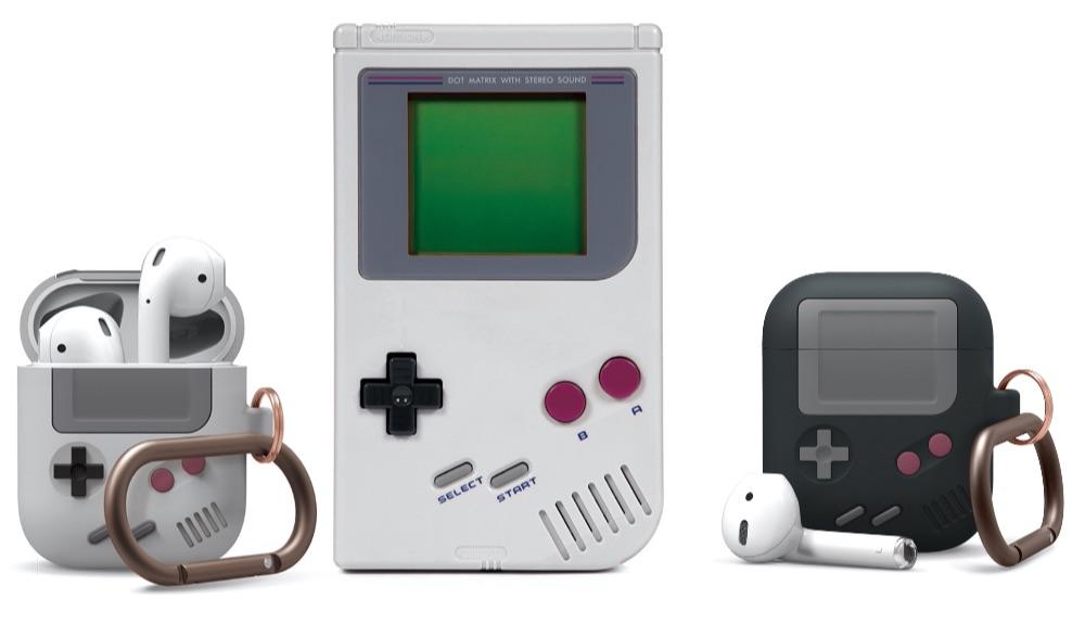 Vergelijking Elago AW5 hoes voor AirPods met Game Boy.