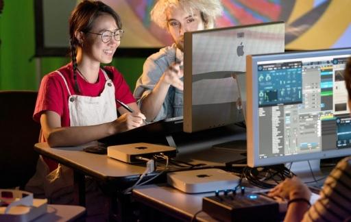 Apple Mac Mini met studenten