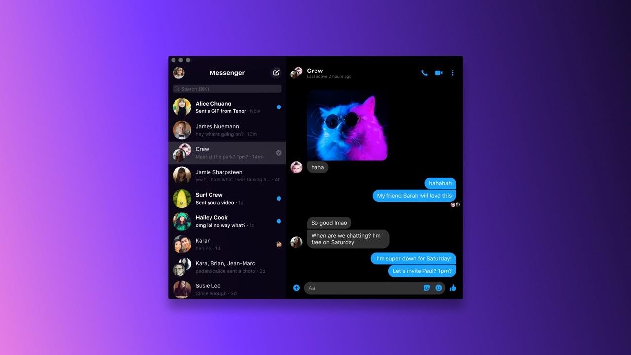 Facebook Messenger op desktop met donkere modus.