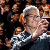 Tim Cook maakt selfie tijdens keynote