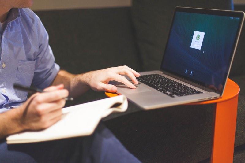 HLTH zithouding MacBook