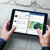 Facebook op iPad met Split View, samen met Safari.
