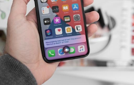 iOS 14: Siri spraakopdracht met nieuw design.